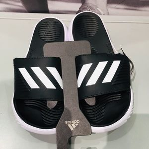 NEW Adidas men slides with soft cussing